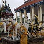 White Elephant Pagoda (Wat Tahm-rai-saw)의 사진