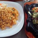Marhahúsos zöldséges étel rizzsel
