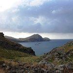 Vue sur la baie et l'arche marine au loin