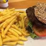 Pane cereali con hamburger di cervo