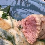 Schweinsmedaillons, 45' nach der Suppe und blutig - garniert mit unfreundlicher Bedienung / nich