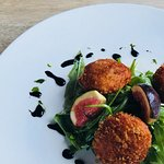 Crispy goats cheese cakes with fig and rocket.