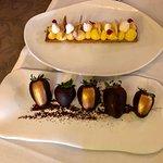 Tarta de limon y fresas con chocolate