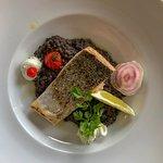Pavé de saumon grillé et lentilles du Puy, chantilly lard fumé