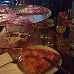 Súper bien atendídas y riquísima pizza y el lemoncchelo sublime