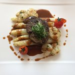 Filet Steak auf Spargel