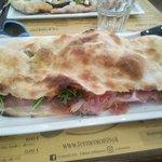 Pizza farcita crudo/bufala/rucola..........ottima