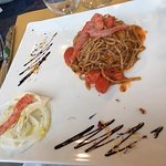 Taglioni di grano saraceno con sushi di gamberi rossi