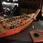 Barca de sushi com um bom vinho branco!