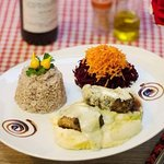 Maravilhoso Filé Mignon ao Gorgonzola com Púrê de Batata Doce e Arroz Vermelho Orgânico