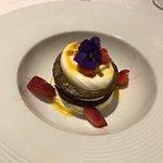 Cheesecake al cioccolato bianco maracuja e biscotto al cioccolato