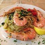 Spaghetti con zucchine e scampi