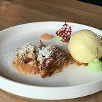 Een geweldig dessert met rabarber en ijs