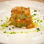 Grelhado de abobrinha, prosciutto cotto, fonduta de grana e molho de tomate italiano