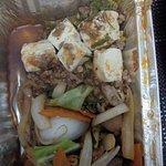 Pedido para viagem, misturaram Niku Yassai Itame e Mabo tofu(hiper apimentado)