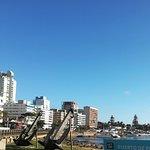 Una vista de la entrada al puerto,un día precioso de abril ,con muy pocos turistas