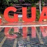 Praça conta comum espelho d,águas e inscrição com o nome da cidade
