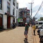 Vid stora gatan genom Dambulla