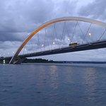 Vista da ponte em fim de tarde nublado