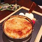 Tarte tartin (groot!) van eigen appeltaart met roomijs en slagroom € 7.25
