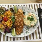 Peixe com Salada Russa