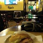 Sanduiche e vinho