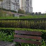 Para mostrar como o ambiente é agradável, mas tem uma vista linda para a cidade!
