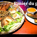 Spécialité, panier du pêcheur avec différentes sauces et accompagnements