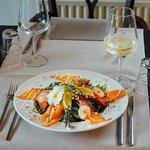 Salade van wilde zalm met romige limoendressing