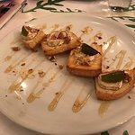 the bruschetta with goat's cheese and honey and figs