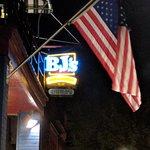 BJ's Steak & Rib House resmi