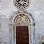 Portale romanico e rosone gotico