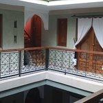 le 2eme étage, le salon hammam massage est à droite, la terrasse juste au dessus