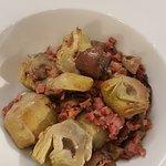 Alcachofas con setas y jamón