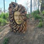 scultura di legno, andando verso la spiaggia