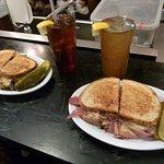 Eisenberg's Sandwich Shop resmi