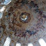 frescos en la cúpula de la iglesia