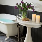 Soaking tub in the Inspiration room