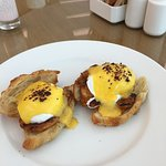 Arabic eggs Benedict
