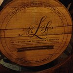 Foto de Multnomah Whiskey Library