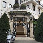 Hotel Lord Byron Entrance