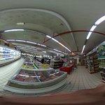 同じくスーパーマーケットエリアです