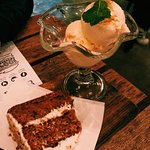 Carrot and passionfruit cake with vanila