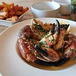 Shetland crab claws in garlic & cream
