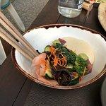 Schinkenauswahl und Käseaiswahl für 18,—!!! Euro. Sushi Bowl Tunfisch 17,90