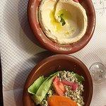 Houmous et salade à la fêta aux légumes