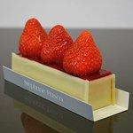 Fraisier Fraises, Confit de fraises, Crème Mousseline Vanille  et Génoise aux amandes imbibée au