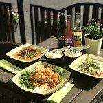 Dania tajskie: Curry czerwone i zielone, Pad thai.