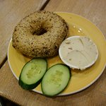 Bagel with red pepper-based 'cream cheese' (vegan)