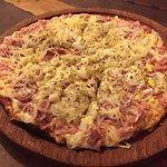 Pizza bem recheada e saborosa